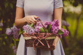 10+ Best Types of Flowers for a Funeral