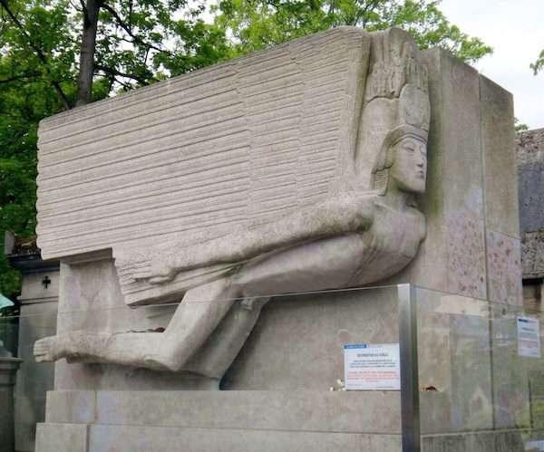famous epitaphs: Oscar Wilde