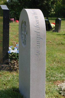 Headstone Design with Lettering Along the Edge